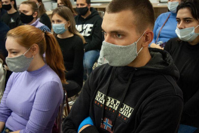 Россия выйдет на плато по коронавирусу в начале зимы