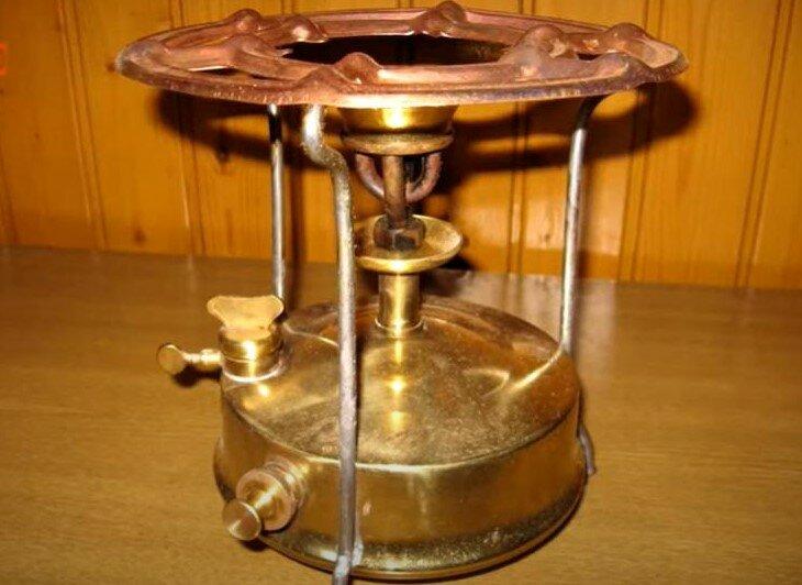 Примус - нагревательный прибор , работающий на жидком топливе.