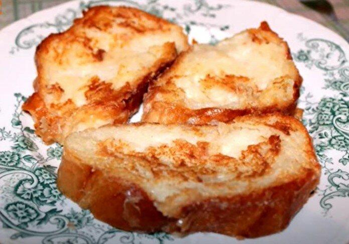 Гренки - простое блюдо. Хлеб обмакивали в яйцо с сахаром или солью и обжаривали.