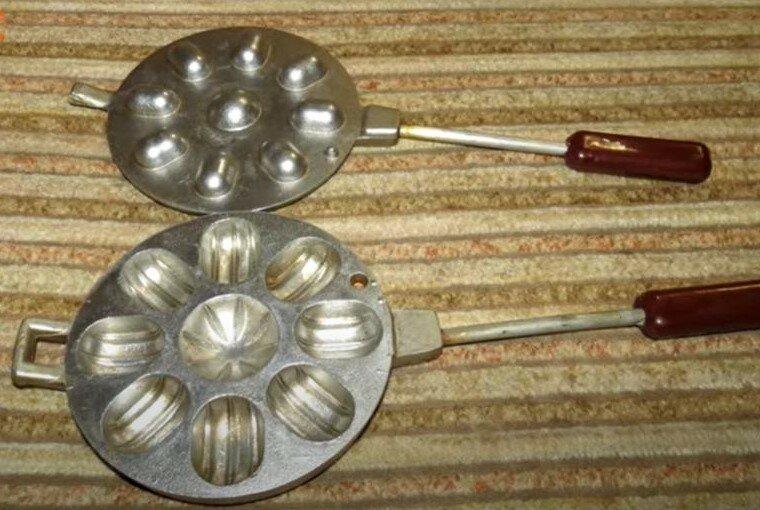 Форма для выпечки орешков со сгущённым молоком.