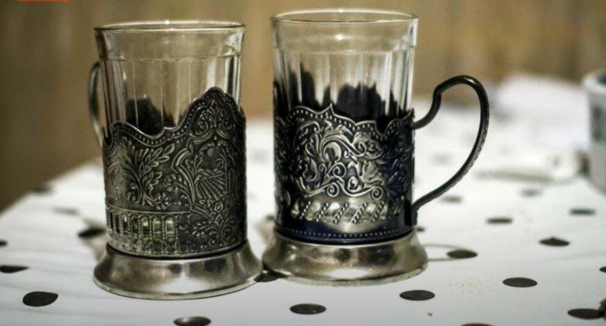 Гранённые стаканы - долгожители эпохи СССР . Их и сейчас их используют, ставя в подстаканники.