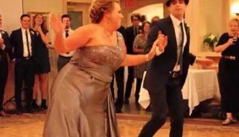 Пользователей Сети восхитил забавный танец мамы на свадьбе сына