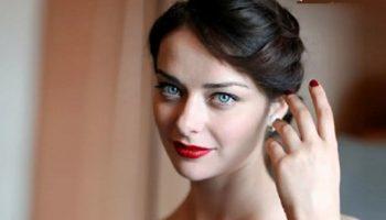 38-летняя Марина Александрова показала домашнее фото: обычное лицо и бесформенная фигура