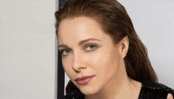44-летняя Екатерина Гусева показала себя в кружевном топе и без макияжа
