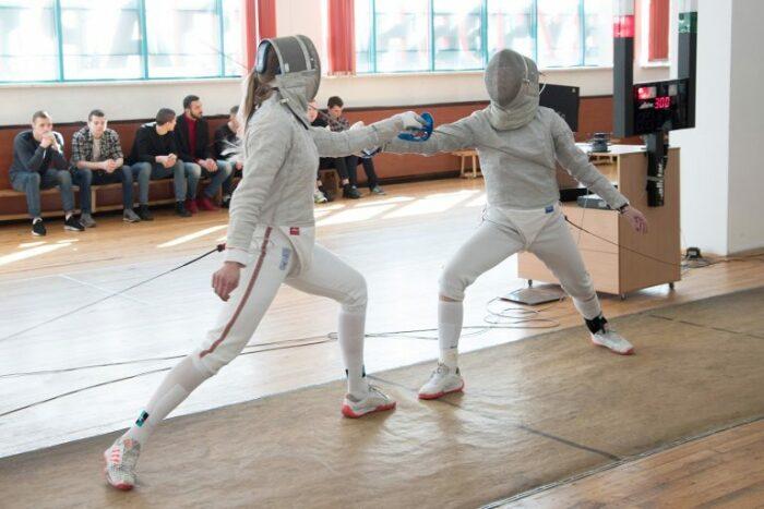 Сегодня студенты Германии снова фехтуют, но уже не так брутально. /Фото: sportedu.by.