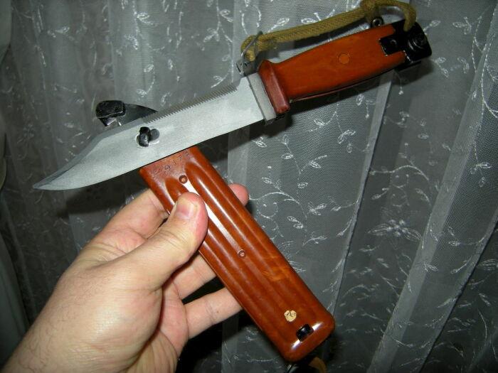 Не только штык, но еще и инструмент. /Фото: favoritekherson.co.