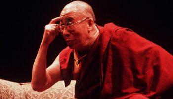 Далай-Лама о массовом «промывании мозгов» людей