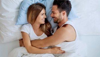 Где должна спать жена, справа или слева от мужа?