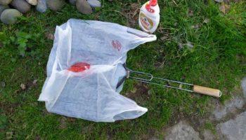 Как очистить решетку после приготовления в ней шашлыка: кладу грязную решетку в пакет, а достаю чистой