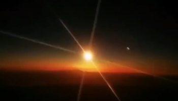 В Сети появились видео падения 10-тонного метеорита в Китае