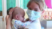 Чтобы ухаживать за детишками, школьница тайком от мамы посещала Дом малютки,