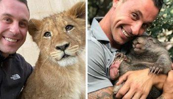 Смотритель зоопарка неимоверно счастлив, что может обниматься со всеми зверушками