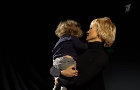 55-летняя Ингеборга Дапкунайте стала мамой и показала первые кадры со своим сыном Алексом