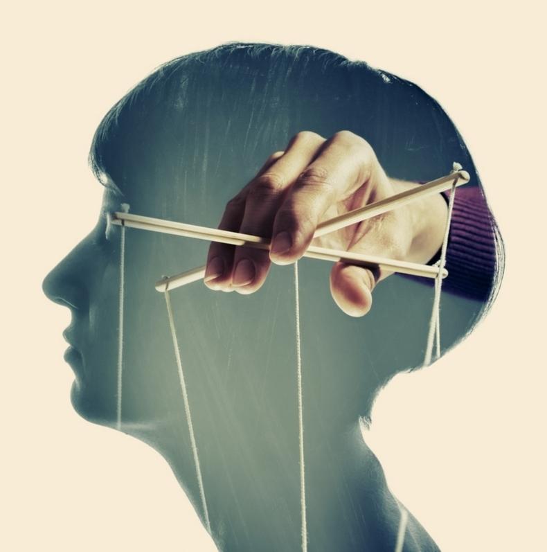 Эмоциональное насилие в отношениях: 30 признаков
