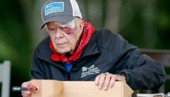 39-й президент США, Джимми Картер, в 95 лет строит дома для бездомных