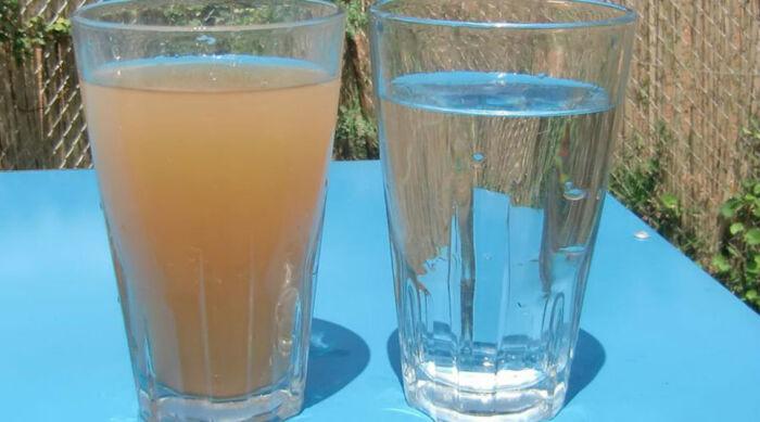 При наличии даже незначительных подозрений от употребления воды, добытой из колодца, следует отказаться / Фото: filtry-vody.ru