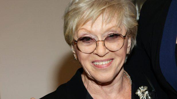 Похудела и постарела. Как выглядит 86-летняя Фрейндлих с розовыми волосами