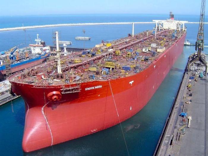 Супертанкер Knock Nevis в длину был больше, чем Эмпайр Стейт Билдинг в высоту. /Фото: i.redd.it